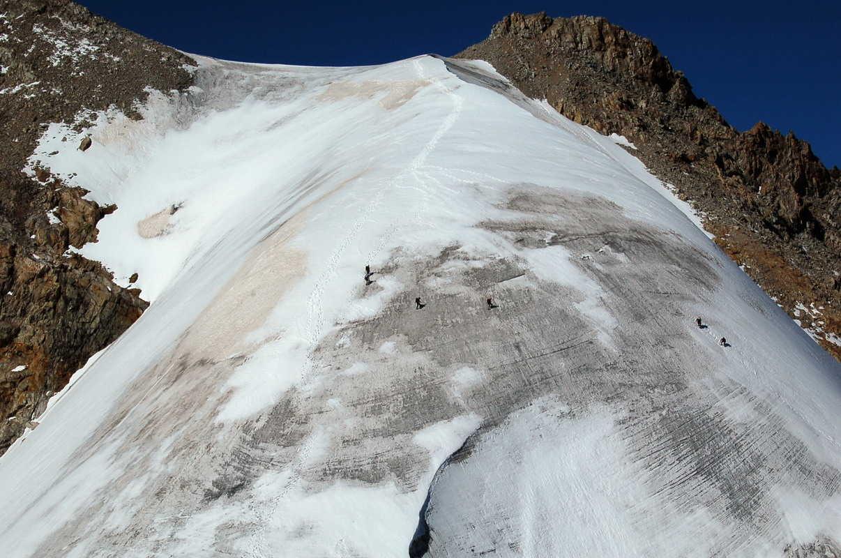des alpinistes redescendent du Rateau