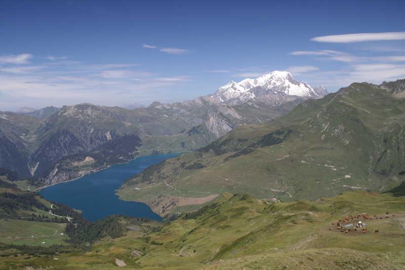 le lac de Roselend et le Mont-Blanc
